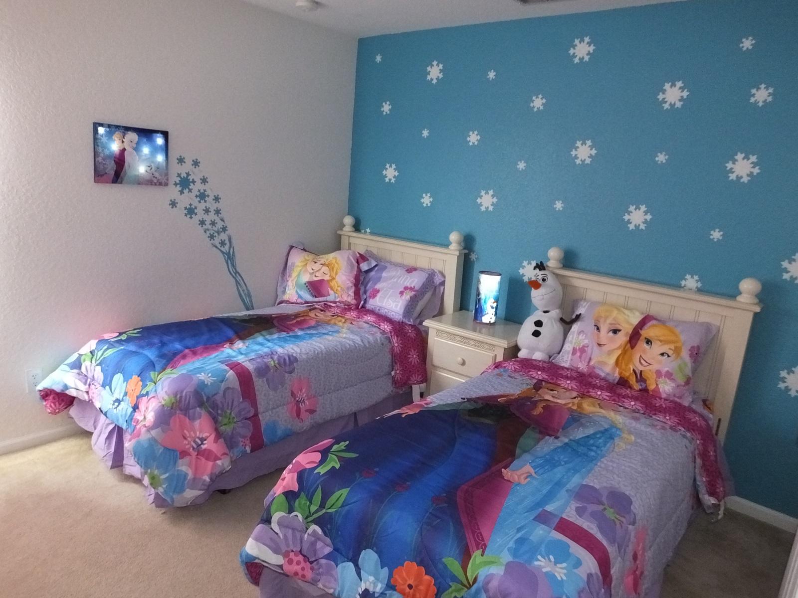 Disney themed bedroom - Disney Themed Bedroom Cukjatidesign Bedroom Decor